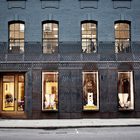 dezeen_Paul-Smith-Albemarle-Street-store-facade-by-6a-Architects_ss_81