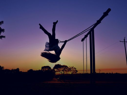 girl-swing-sunset_77421_990x742