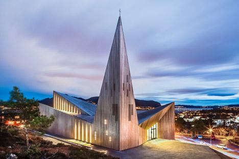 Community-Church-Knarvik-by-Reiulf-Ramstad_dezeen_468_12