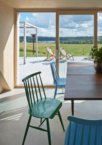 Summer-house-in-Sweden-by-Leo-Qvarsebo_dezeen_468_8