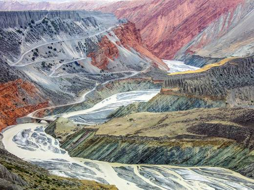 tian-shan-landscape-china-ngpc2015_92086_990x742